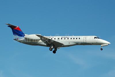 Delta Connection-Chautauqua Airlines Embraer ERJ 135LR (EMB-135LR) N837RP (msn 145715) FLL (Bruce Drum). Image: 104733.