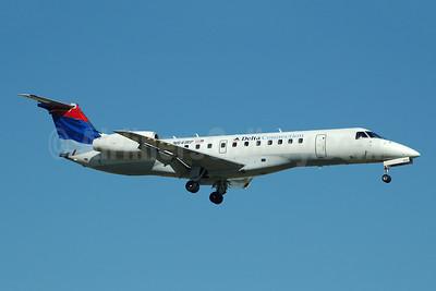 Delta Connection-Chautauqua Airlines Embraer ERJ 135LR (EMB-135LR) N841RP (msn 145737) FLL (Bruce Drum). Image: 104734.