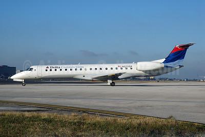 Delta Connection-Chautauqua Airlines Embraer ERJ 145LR (EMB-145LR) N273SK (msn 145331) MIA (Bruce Drum). Image: 100407.