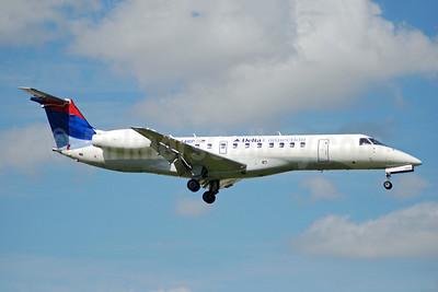 Delta Connection-Chautauqua Airlines Embraer ERJ 135LR (EMB-135LR) N844RP (msn 145620) FLL (Bruce Drum). Image: 104735.