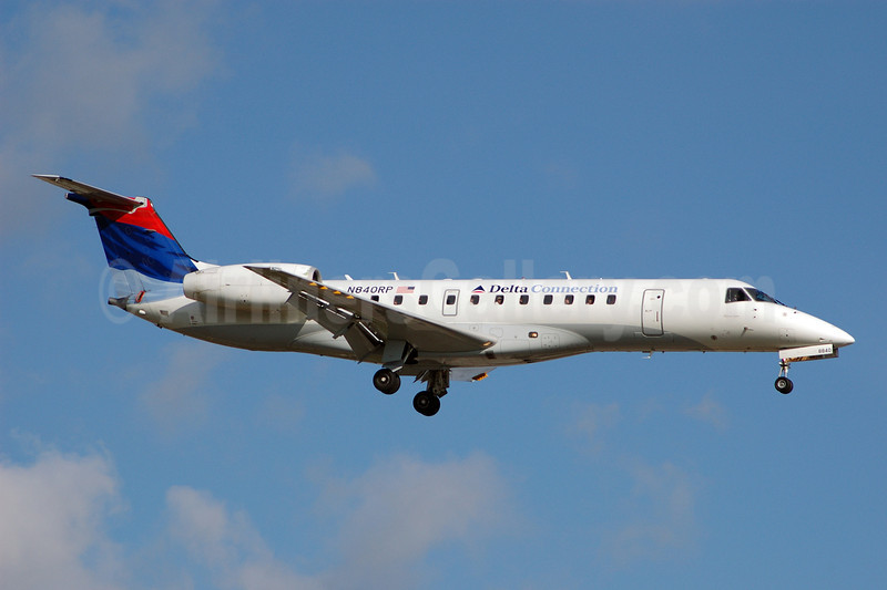 Delta Connection-Chautauqua Airlines Embraer ERJ 135LR (EMB-135LR) N840RP (msn 145725) FLL (Bruce Drum). Image: 100409.