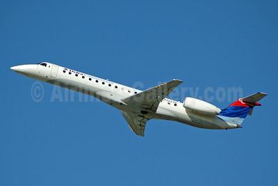 Delta Connection-Chautauqua Airlines Embraer ERJ 145LR (EMB-145LR) N272SK (msn 145306) FLL (Bruce Drum). Image: 104736.
