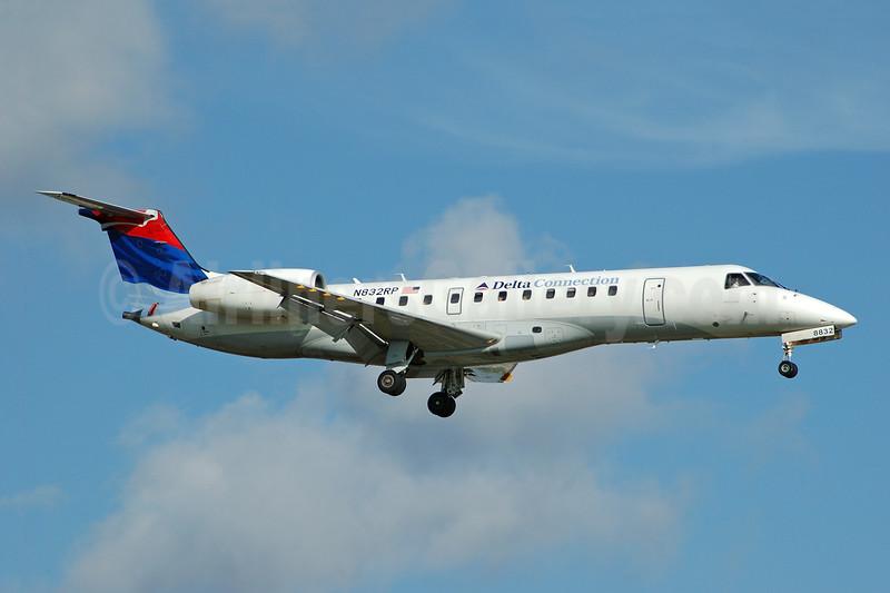 Delta Connection-Chautauqua Airlines Embraer ERJ 135LR (EMB-135LR) N832RP (msn 145676) FLL (Bruce Drum). Image: 104732.