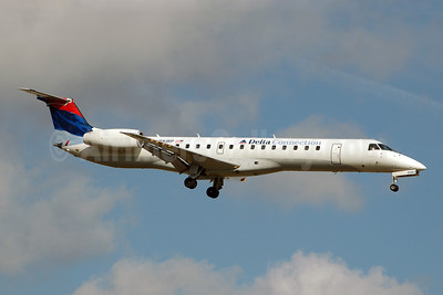 Delta Connection-Chautauqua Airlines Embraer ERJ 145LR (EMB-145LR) N561RP (msn 145447) FLL (Bruce Drum). Image: 100408.