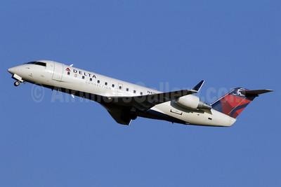 Delta Connection-Comair Bombardier CRJ200 (CL-600-2B19) N430CA (msn 7461) CLT (Jay Selman). Image: 402295.