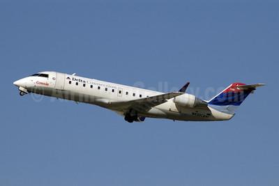 Delta Connection-Comair Bombardier CRJ200 (CL-600-2B19) N430CA (msn 7461) ATL (Jay Selman). Image: 402077.