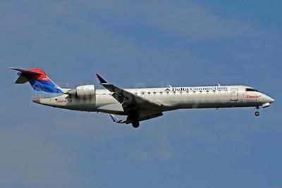 Delta Connection-Comair Bombardier CRJ700 (CL-600-2C10) N642CA (msn 10125) MSP (Bruce Drum). Image: 101122.