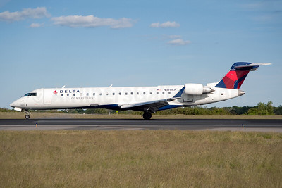 Delta Connection-Comair Bombardier CRJ700 (CL-600-2C10) N378CA (msn 10097) JFK (Fred Freketic). Image: 950009.