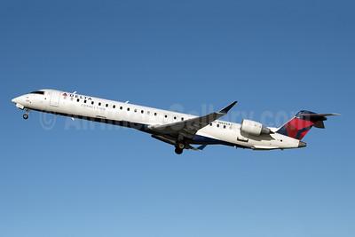 Delta Connection-Endeavor Air Bombardier CRJ900 (CL-600-2D24) N925XJ (msn 15183) JFK (Fred Freketic). Image: 950021.