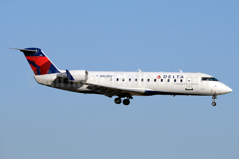 ExpressJet to retire its CRJ200 fleet in late 2017