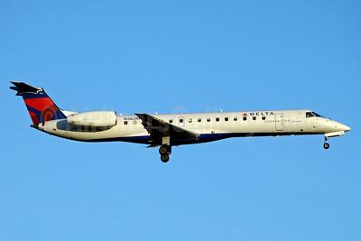 Delta Connection-Shuttle America Embraer ERJ 145LR (EMB-145LR) N562RP (msn 145451) JFK (Jay Selman). Image: 403278.