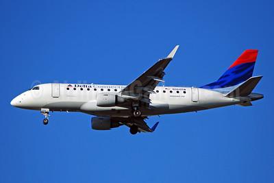 Delta Connection-Shuttle America Embraer ERJ 170-100SE N864RW (msn 17000117) ATL (Bruce Drum). Image: 100774.