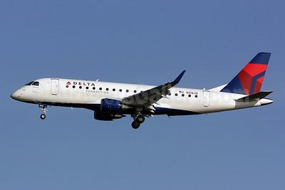 Delta Connection-Shuttle America Embraer ERJ 170-200LR (ERJ 175) N215JQ (msn 17000270) DCA (Brian McDonough). Image: 902406.