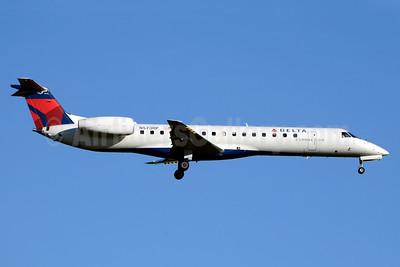 Delta Connection-Shuttle America Embraer ERJ 145LR (EMB-145LR) N573RP (msn 14500837) JFK (Jay Selman). Image: 403278.