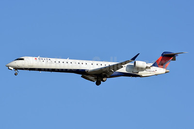 Delta Connection-SkyWest Airlines Bombardier CRJ900 (CL-600-2D24) N548CA (msn 15159) LAX (Jay Selman). Image: 403079.