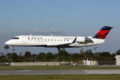 Delta Connection-SkyWest Airlines Bombardier CRJ200 (CL-600-2B19) N464SW (msn 7827) LGB (Michael B. Ing). Image: 907041.