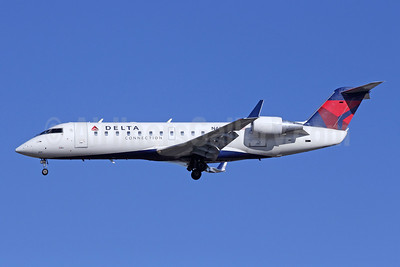 Delta Connection-SkyWest Airlines Bombardier CRJ200 (CL-600-2B19) N423SW (msn 7456) LAX (Michael B. Ing). Image: 908981.