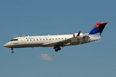 Delta Connection-SkyWest Airlines Bombardier CRJ200 (CL-600-2B19) N864AS (msn 7502) SLC (Bruce Drum). Image: 104247.
