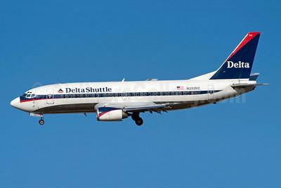 Delta Shuttle (Delta Air Lines) Boeing 737-35B N222DZ (msn 23971) LGA (Fred Freketic). Image: 949824.