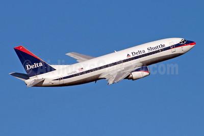 Delta Shuttle (Delta Air Lines) Boeing 737-35B N225DL (msn 25069) LGA (Fred Freketic). Image: 949829.