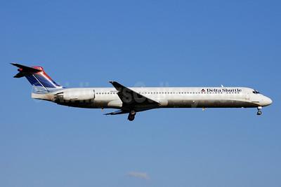 Delta Shuttle (Delta Air Lines) McDonnell Douglas MD-88 N915DE (msn 53420) DCA (Bruce Drum). Image: 100778.
