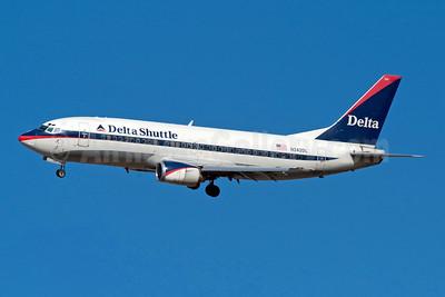 Delta Shuttle (Delta Air Lines) Boeing 737-330 N242DL (msn 23834) LGA (Fred Freketic). Image: 949821.