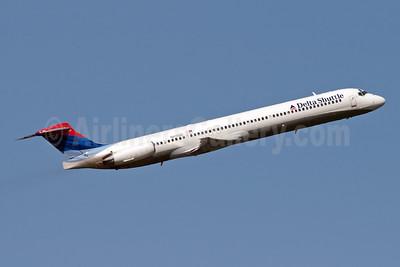 Delta Shuttle (Delta Air Lines) McDonnell Douglas MD-88 N915DE (msn 53420) LGA (Fred Freketic). Image: 949834.