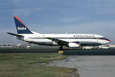 Delta Shuttle (Delta Air Lines) Boeing 737-330 N242DL (msn 23834) LGA (Roy Lock). Image: 946798.