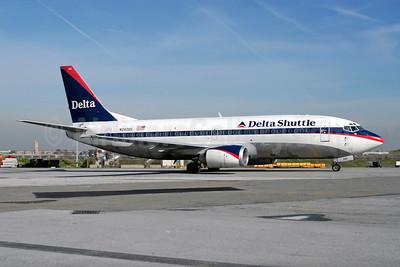 Delta Shuttle (Delta Air Lines) Boeing 737-330 N242DL (msn 23834) LGA (Fred Freketic). Image: 949822.