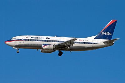 Delta Shuttle (Delta Air Lines) Boeing 737-35B N224DA (msn 24269) LGA (Fred Freketic). Image: 949827.