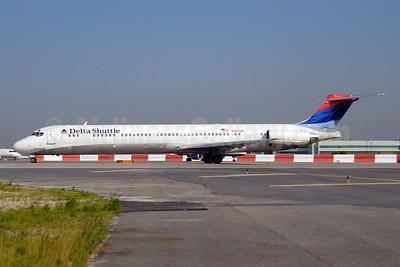 Delta Shuttle (Delta Air Lines) McDonnell Douglas MD-88 N912DE (msn 49997) LGA (Fred Freketic). Image: 949832.
