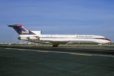 Delta Shuttle (Delta Air Lines) Boeing 727-232 N491DA (msn 21060) DCA (Bruce Drum). Image: 102790.