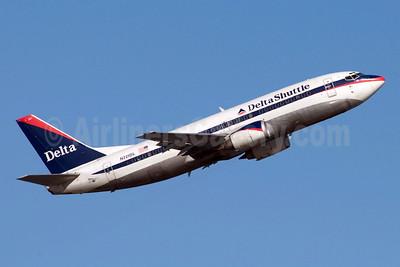 Delta Shuttle (Delta Air Lines) Boeing 737-35B N221DL (msn 23970) LGA (Fred Freketic). Image: 949823.