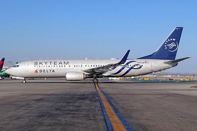 Delta Air Lines Boeing 737-832 WL N3761R (msn 29628) (SkyTeam) LAX. Image: 933807.