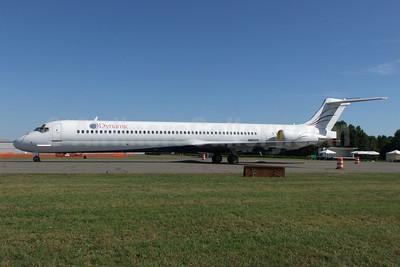 Dynamic Airways (1st) McDonnell Douglas MD-88 N880DA (msn 49760) CLT (Jay Selman). Image: 402159.