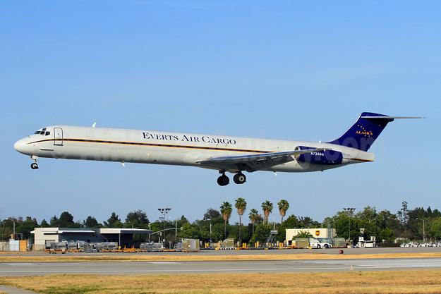 Everts Air Cargo McDonnell Douglas DC-9-82 (F) (MD-82) N73444 (msn 49470) LGB (Derin Allard). Image: 927210.