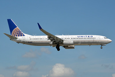 Continental Airlines (United Airlines) Boeing 737-924 ER WL N66808 (msn 42820) MIA (Jay Selman). Image: 403013.