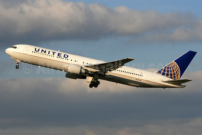 United Airlines Boeing 767-322 ER N657UA (msn 27112) LHR (SPA). Image: 933080.