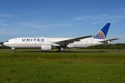 United Airlines Boeing 777-222 ER N796UA (msn 26931) ZRH (Rolf Wallner). Image: 933079.