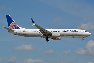 Continental Airlines (United Airlines) Boeing 737-924 ER SSWL N66841 (msn 42182) MIA (Jay Selman). Image: 403011.