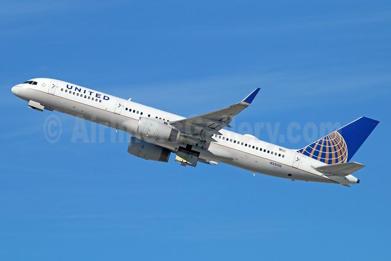 United Airlines Boeing 757-224 WL N33132 (msn 29281) LAX (Michael B. Ing). Image: 930194.