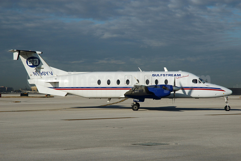 Gulfstream International Airlines Beechcraft (Raytheon) 1900D N190YV (msn UE-190) MIA (Bruce Drum). Image: 101725.