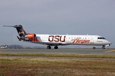 Horizon Air Bombardier CRJ700 (CL-600-2C10) N609QX (msn 10031) (Oregon State University Beavers) SFO (Mark Durbin). Image: 901527.