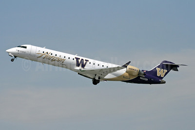 Horizon Air Bombardier CRJ700 (CL-600-2C10) N602QX (msn 10010) (Washington Huskies) BUR (Michael B. Ing). Image: 900661.