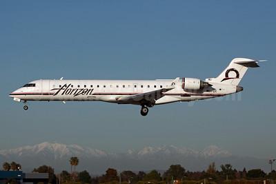 Horizon Air Bombardier CRJ700 (CL-600-2C10) N617QX (msn 10130) LGB (Michael B. Ing). Image: 905088.