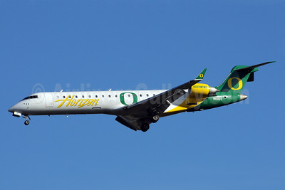 Horizon Air Bombardier CRJ700 (CL-600-2C10) N611QX (msn 10041) SEA (Oregon Ducks) SEA (Bruce Drum). Image: 101255.