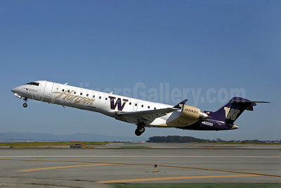 Horizon Air Bombardier CRJ700 (CL-600-2C10) N602QX (msn 10010) (Washington Huskies) SFO (Mark Durbin). Image: 901528.