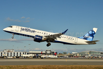 JetBlue Airways Embraer ERJ 190-100 IGW N323JB (msn 19000384) (Blueberries) JFK (Fred Freketic). Image: 963373.