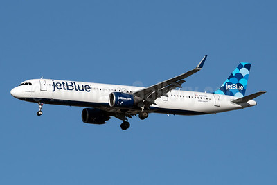 JetBlue's first Airbus A321neo, delivered on June 29, 2019 with a new tail fin