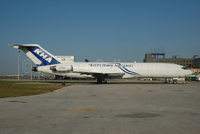 Kitty Hawk AirCargo-KHA Boeing 727-222 (F) N180AX (msn 20041) MIA (Bruce Drum). Image: 102502.